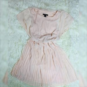 Piano style adorable dress light pink!